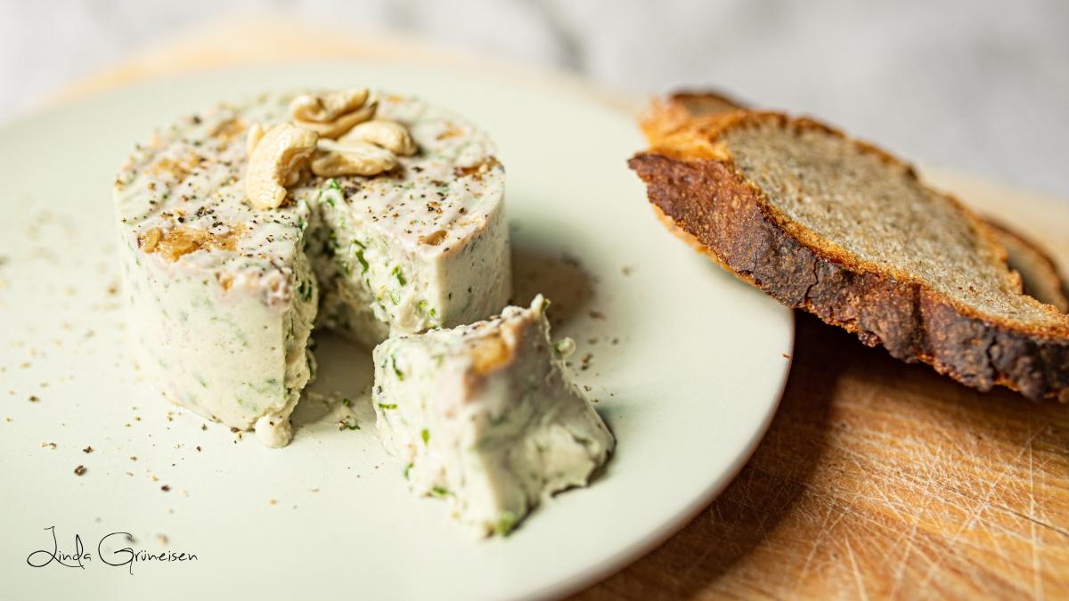 Rezept für veganen Frischkäse mit Kräutern | Gutes Essen selbst gemacht#2