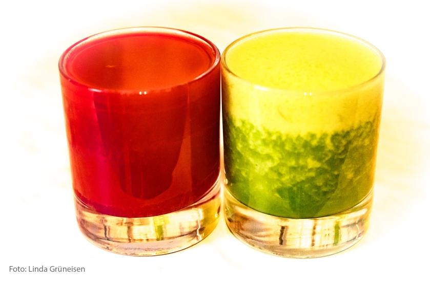 Rote Beete und Grünkohl färben Smoothies rot und grün.