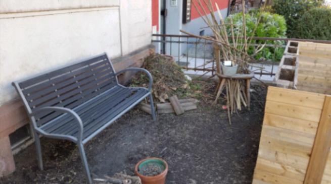 Kleiner Gemüse-Vorgarten mitten in der Stadt.