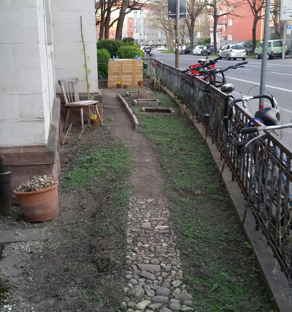 Kleiner Stadtgarten im Frühjahr.